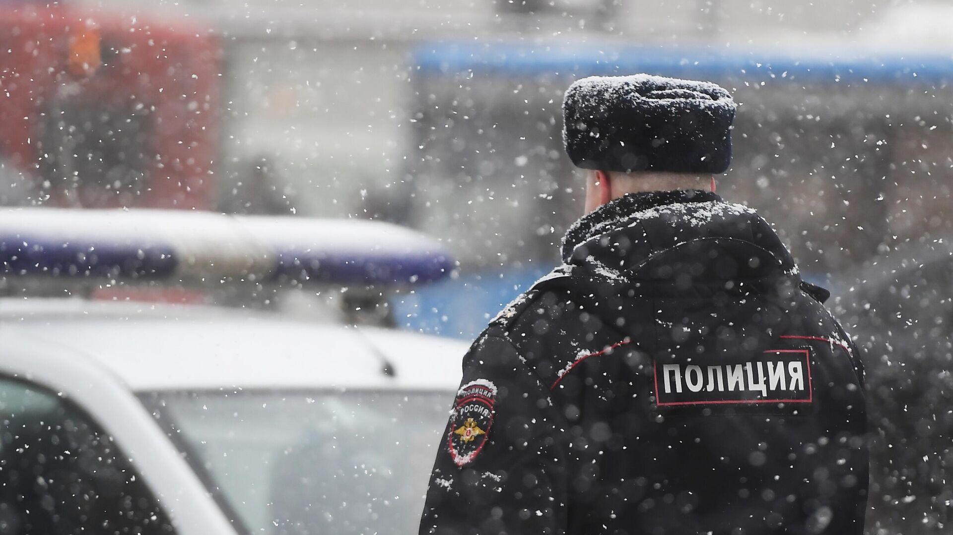 Сотрудник полиции на улице Москвы  - РИА Новости, 1920, 22.03.2021