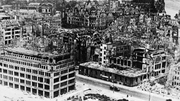 Дрезден в 1951 году еще в развалинах после войны