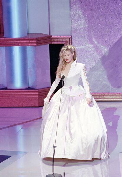 Ким Бейсингер на церемонии вручения премии Оскар, 1990 год