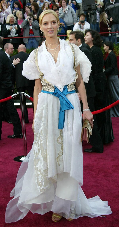 Актриса Ума Турман на церемонии вручения премии Оскар, 2004 год