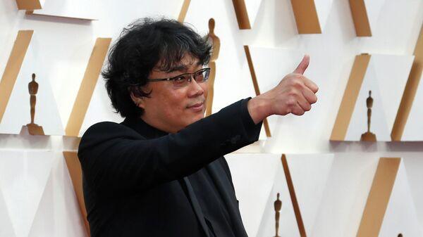 Режиссер Пон Чжун Хо на красной дорожке церемонии вручения премии Оскар