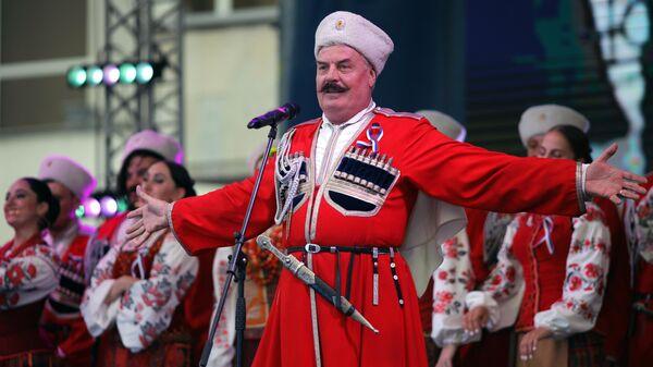 Солист Кубанского казачьего хора Валерий Медведев