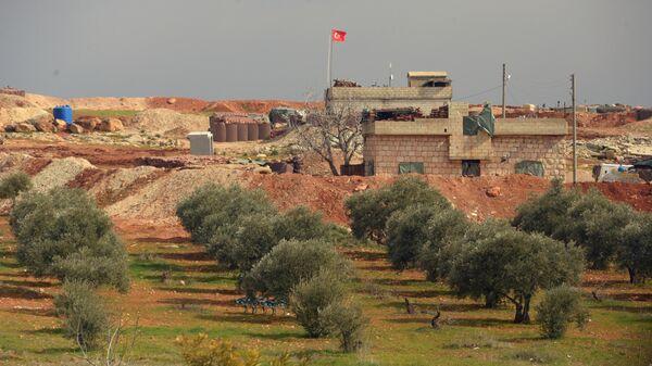 Турецкий пост наблюдения на границе с Сирией в окрестностях освобожденного от боевиков сирийского города Мааррат-эн-Нууман