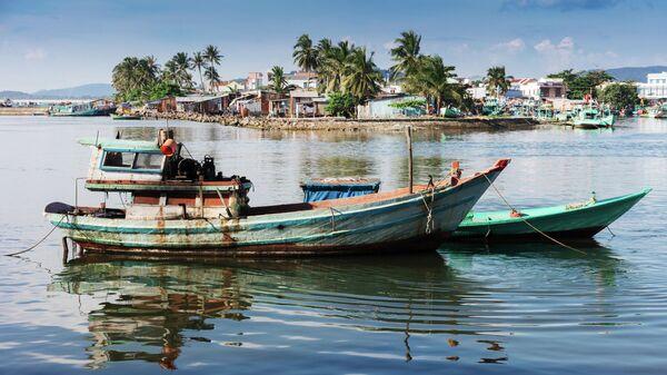 Рыбацкие лодки в заливе острова Фукуок