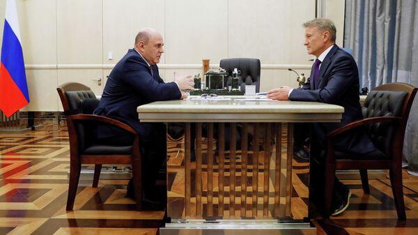 Председатель правительства РФ Михаил Мишустин и президент, председатель правления Сбербанка РФ Герман Греф во время встречи