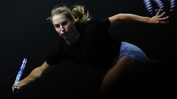 Юлия Путинцева (Казахстан) в матче женского одиночного разряда на турнире St.Petersburg Ladies Trophy 2020 против Вероники Кудерметовой (Россия).