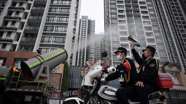 Дезинфекция жилого районе в китайском Гуанчжоу