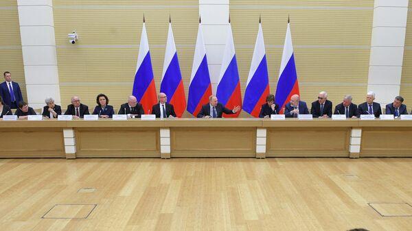 Президент РФ Владимир Путин проводит встречу с рабочей группой по подготовке предложений о внесении поправок в Конституцию