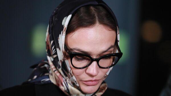 Модель, блогер Алена Водонаева вышла из отделения полиции после дачи пояснений по поводу своего поста о получателях материнского капитала