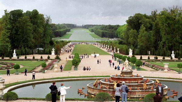 Версаль - дворцово-парковый ансамбль и резиденция французских королей в стиле классицизм.