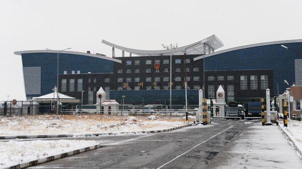 Здание китайской таможни и пограничного контроля на российско-китайской границе между городами Забайльском и Маньчжурией