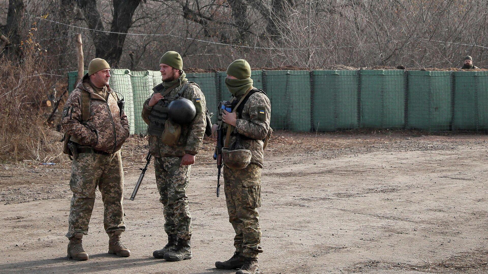 Украинские военные в районе населенного пункта Золотое - РИА Новости, 1920, 25.02.2020