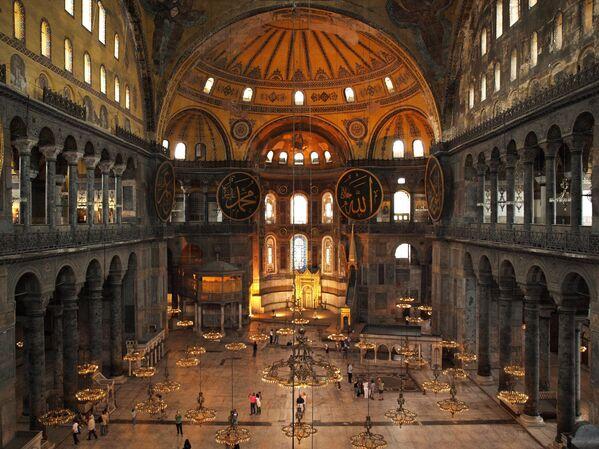 Интерьер собора Святой Софии в Стамбуле