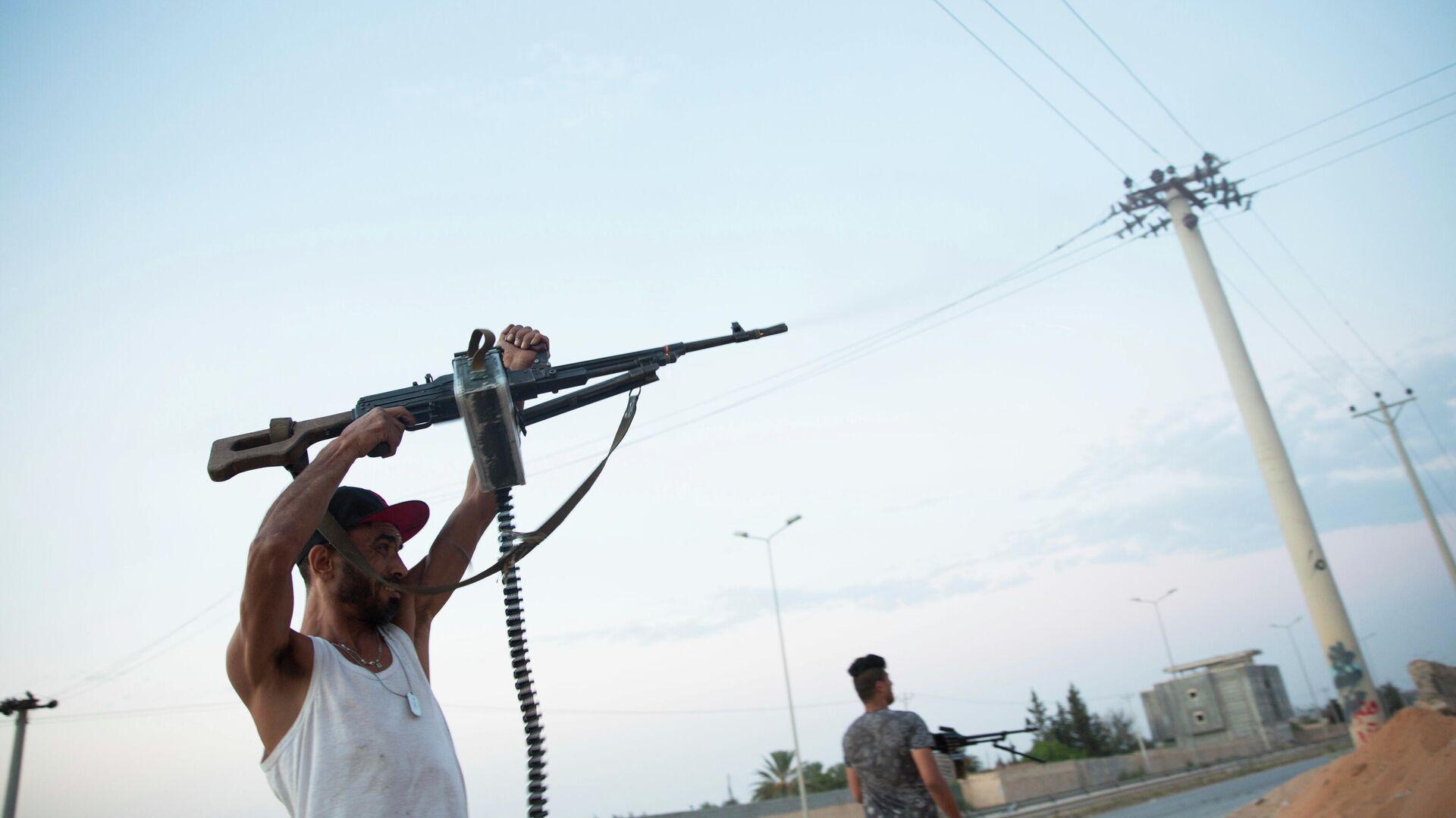 Бойцы, лояльные Правительству национального согласия, во время столкновений в южной части Триполи - РИА Новости, 1920, 29.06.2020