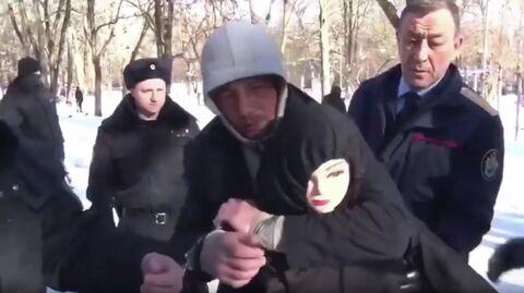 Обвиняемый в совершении сексуальных преступлений в отношении женщин и их убийствах Давид Сарабашян во время следственного эксперимента