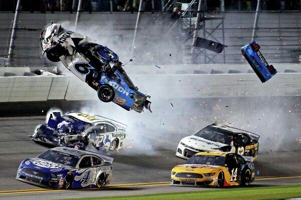Авария пилота NASCAR Райана Ньюмана в гонке Daytona 500