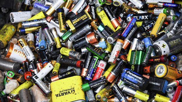 Батарейки в пункте сортировки и переработки отходов
