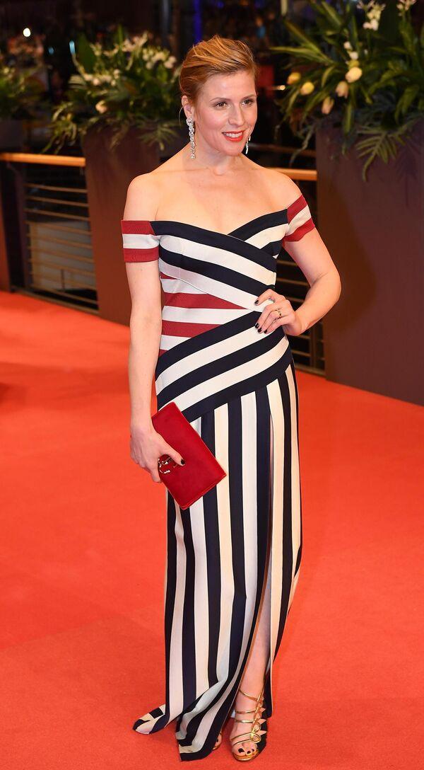 Актриса Франциска Вайс на красной дорожке церемонии открытия юбилейного 70-го Берлинского международного кинофестиваля Берлинале - 2020