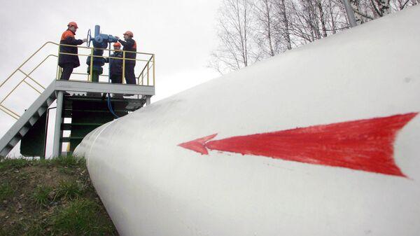 Рабочие на нефтепроводе Дружба