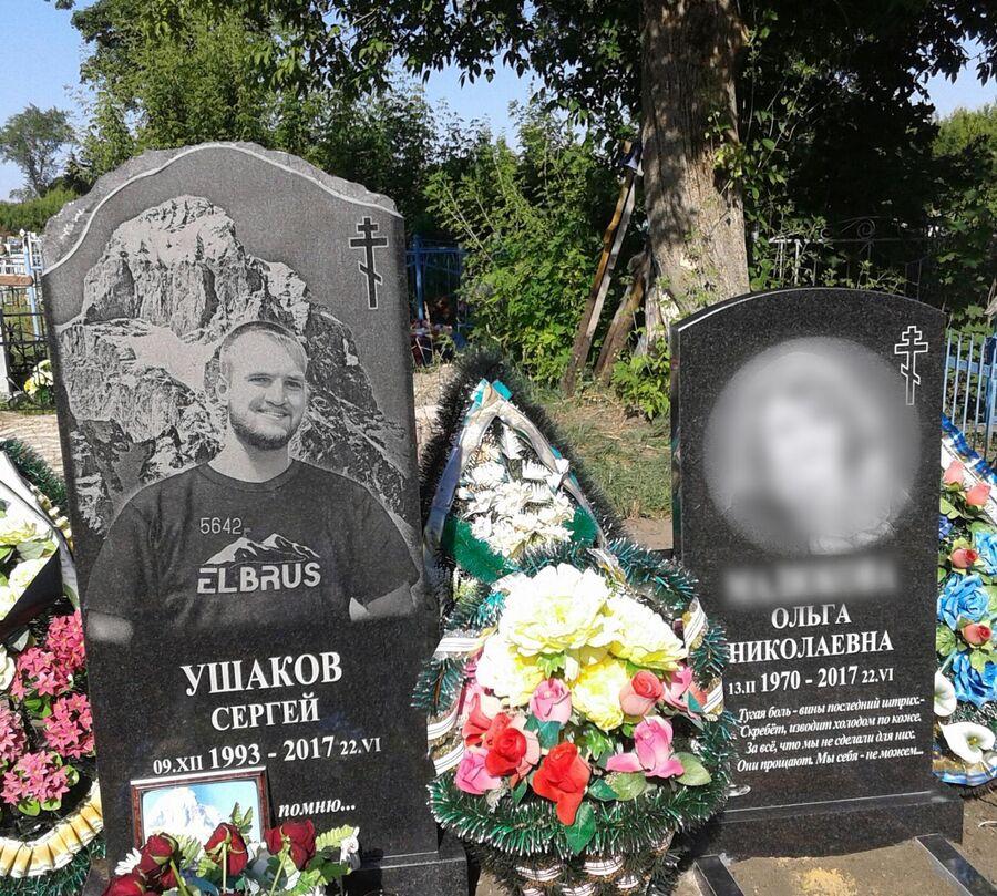 После смерти сына Ольга установила памятник и себе