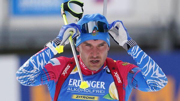 Евгений Гараничев на огневом рубеже индивидуальной гонки среди мужчин на чемпионате мира по биатлону в итальянской Антерсельве