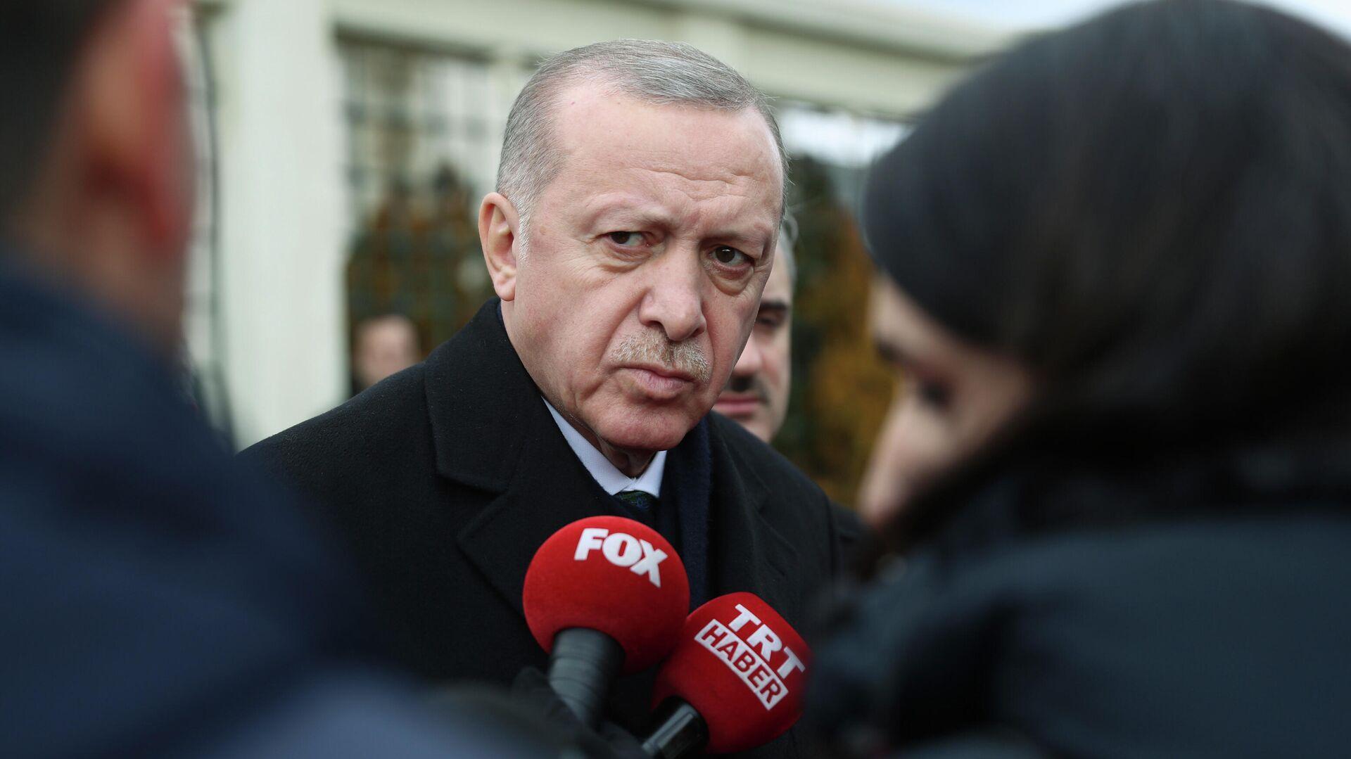Президент Турции Реджеп Тайип Эрдоган во время беседы с журналистами  - РИА Новости, 1920, 23.10.2020
