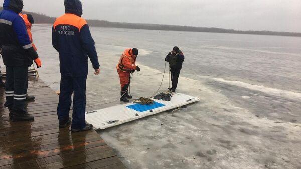 Сотрудники МЧС извлекли из озера в Выборгском районе тела трех человек