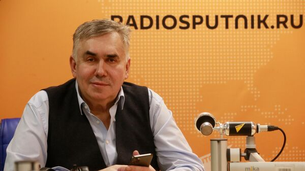 Актер Станислав Садальский во время интервью в студии радио Sputnik в Москве