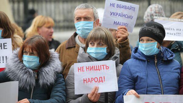 Участники акции протеста в Киеве у зданий Кабинета министров Украины и администрации президента Украины