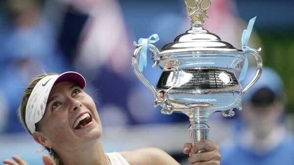 Мария Шарапова с кубком Открытого чемпионата Австралии