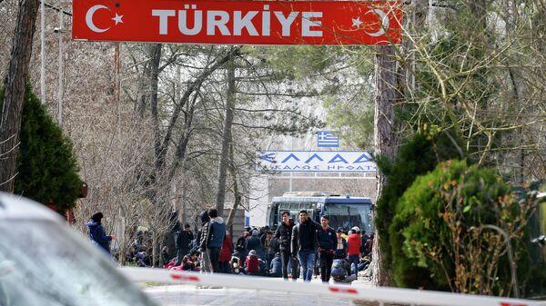 Мигранты на границе между Турцией и Грецией