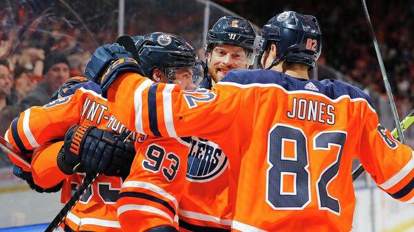 Хоккеисты Эдмонтон Ойлерз в матче НХЛ