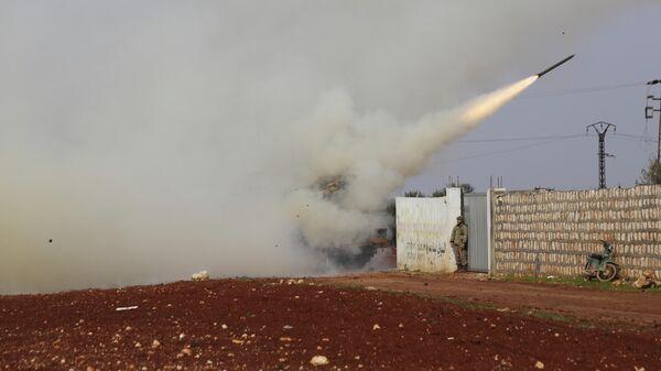 Турецкие военные ведут огонь по позициям правительственных войск Сирии в провинции Идлиб