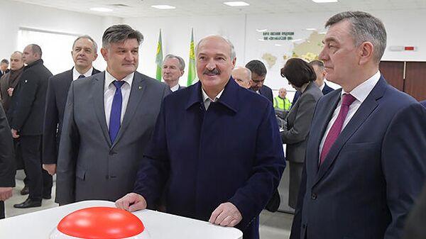 Александр Лукашенко и Юрий Назаров (справа)