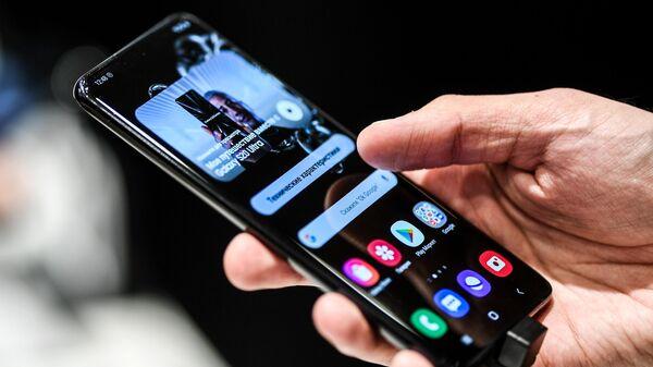 """Обновление """"сломало"""" зарядку на флагманских смартфонах Samsung"""