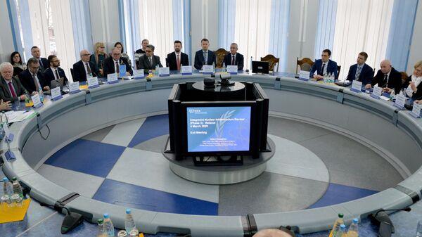 Участники переговоров по результатам оценочной миссии Международного агентства по атомной энергии  в министерстве энергетики Белоруссии в Минске. 4 марта  2020