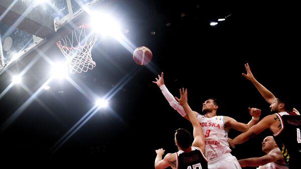 Матеуш Понитка (Польша) в матче группового этапа чемпионата мира по баскетболу 2019 между сборными командами Польши и России