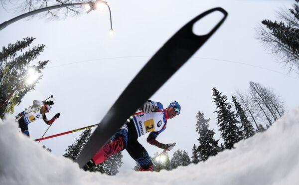 Дмитрий Малышко (Россия) на дистанции эстафеты среди мужчин на чемпионате мира по биатлону в шведском Эстерсунде