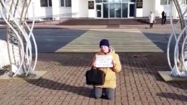 Наталья Зырянова у Дома Республики