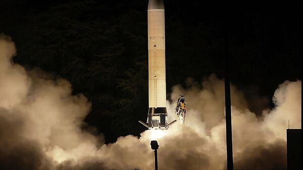Первый запуск прототипа перспективного гиперзвукового оружия (Advanced Hypersonic Weapon ) на полигоне в США