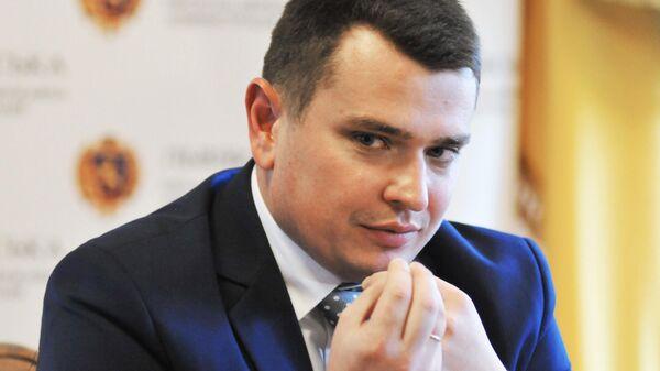 Глава Национального антикоррупционного бюро Украины Артем Сытник во время пресс-конференции во Львове