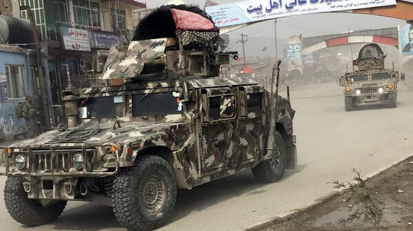 Афганские военные на месте атаки в Кабуле