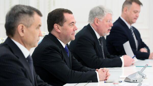 Заместитель председателя Совета безопасности РФ Дмитрий Медведев во время визита в Казахстан
