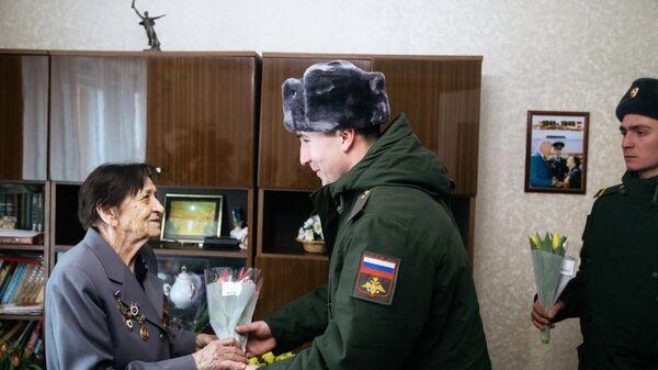 Поздравление ветерана Зинаиды Шкуратовой