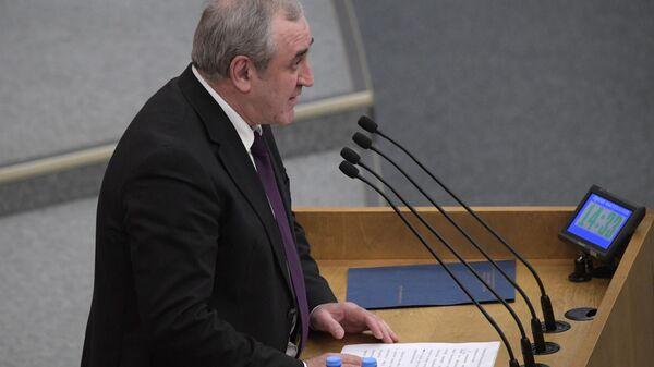 Заместитель председателя Государственной Думы РФ Сергей Неверов выступает на пленарном заседании Госдумы РФ