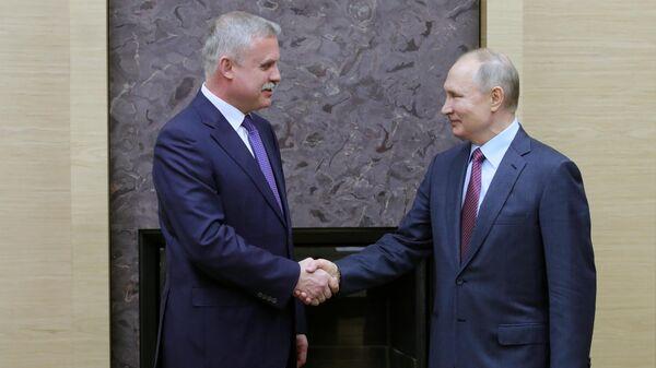 Владимир Путин и генеральный секретарь Организации Договора о коллективной безопасности (ОДКБ) Станислав Зась во время встречи