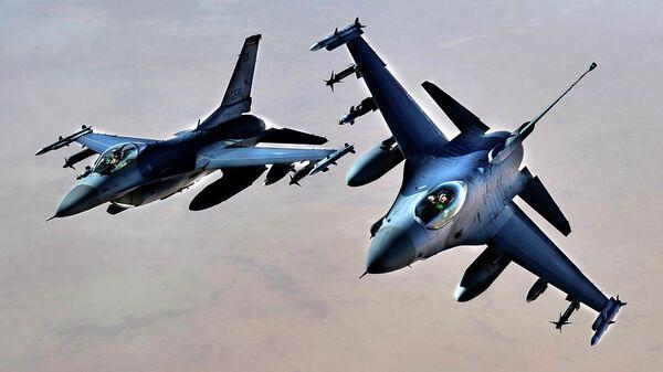 Истребители ВВС США F-16 над территорией Ирака