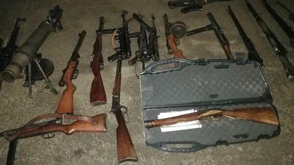 ФСБ изъяла в Москве и Тюмени крупный арсенал у торговцев оружием