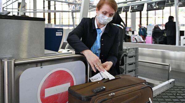 Сотрудница авиакомпании