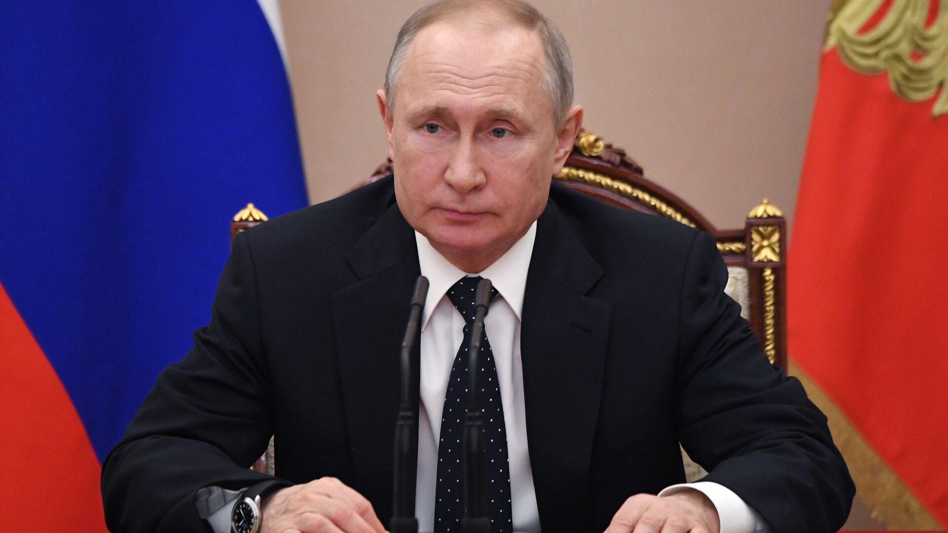 Президент РФ Владимир Путин проводит оперативное совещание с постоянными членами Совета безопасности - РИА Новости, 1920, 23.09.2020